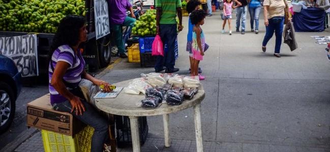 Salario mínimo cubre 5 % de la canasta alimentaria